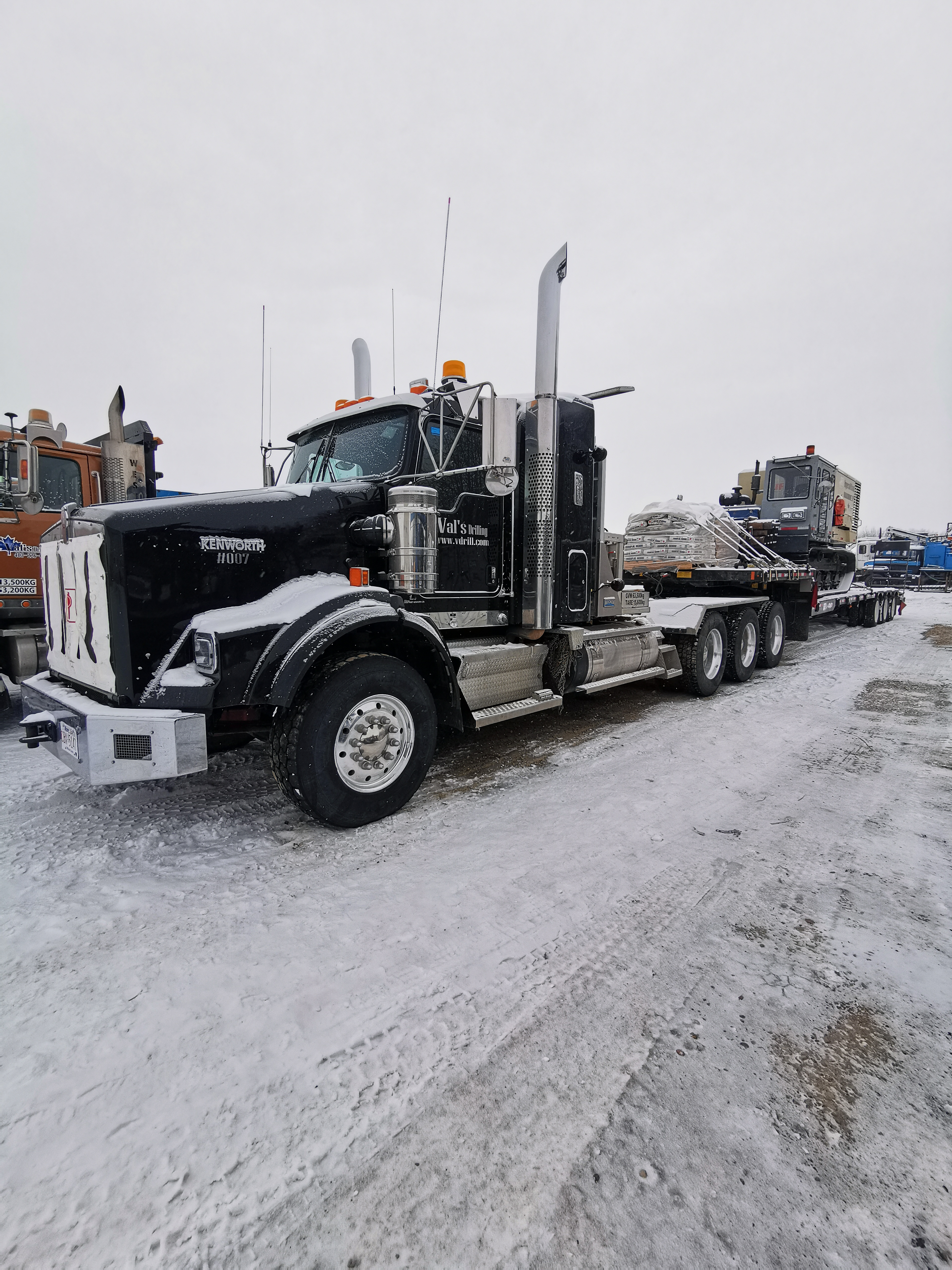 We're welcoming our newest fleet member, 2018 Kenworth T800 Heavy Spec Tri-Drive to assist with the growing market in our HDD