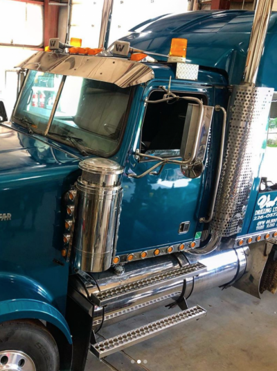 Our 2000 Western Star is looking like a 2020 again after a much needed all around polish. We absolutely love rolling down the road and on-site with shiny clean equipment. We hope everyone has an exceptional Canada Day!